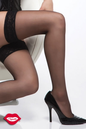 Bas Nylon avec Jarretière Autofixante En Dentelle Coquette - Pour vous faire de belles et longues jambes sexy, choisissez ces bas autofixants en nylon avec une superbe jarretière en dentelles. Ils tiennent tout seul sur vos jambes.