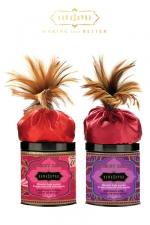 Poudre Corporelle Parfumée Embrassable pour Travestie Kamasutra Honey Dust - Poudre corporelle parfumée et comestible pour travestie Kamasutra Honey Dust. Prenez soin de vous, féminisez et jouez avec. Elle absorbe l'humidité et adoucit la peau. Utilisez le plumeau offert pour la répartir sur votre doux corps de sissy.