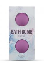 2 Bombes de Bain pour Sissy Dona Sassy : Bombes de bain parfumées aux odeurs tropicales pour une sissy délicate et féminine. Mangoustan violet, mandarine et jasmin étoilé se conjuguent pour un bain sous les tropiques. Fabriqué par Dona by Jo.