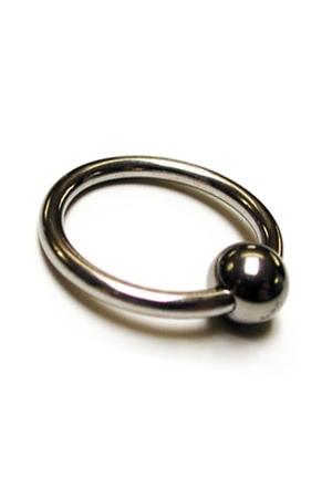 Anneau de gland métal - Esthétique et sensations garantis avec ce cockring  en métal poli orné d'une bille.