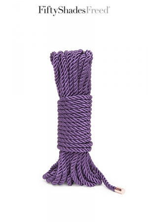 Corde Bondage 10 Mètres en Coton Qualité 3 Torons - Corde de bondage de 10 mètres en coton, qualité 3 torons. Corde soyeuse pour le shibari, elle vous permet de suspendre ou de contraindre confortablement votre partenaire. Embouts en métal.