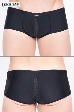 Mini Short avec Double Zip Intégral LookMe Zippeur - Boxer noir avec double zip intégral pour accéder à votre sexe et vos fesses en un éclair. Un sous vêtement gay très confortable et coquin pour vous retrouver nu quelques secondes.
