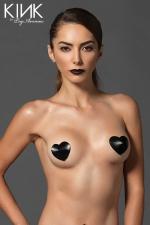 Caches-Tétons en Satin Capitonné : Caches tétons en satin capitonné en forme de coeur, pour donner un style glamour à votre poitrine