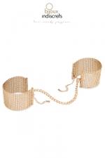 Bracelets Menottes en Mailles Métalliques Dorées pour Travestie : Un bracelet pour travestie à la fois menotte et bijou : avec ces bracelets menottes en maille métallique dorée pour sissy, montrez votre soumission