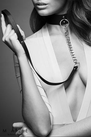 femme soumise collier laisse