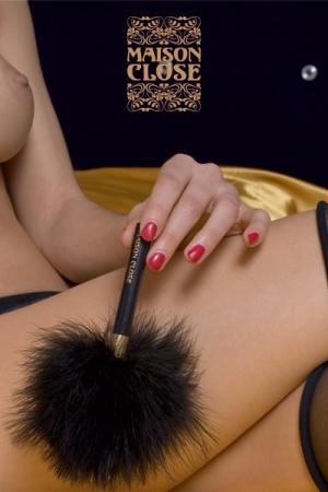 Plumeau Maison Close Caresse - Petit plumeau fabriqué par Maison Close, pour caresser son corps, l'exciter ou le torturer