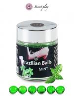6 Boules Brésiliennes Lubrifiantes Parfum Menthe Secret Play : 6 boules brésiliennes lubrifiantes à la menthe pour lubrifié votre anus avant la sodomie. Elles fondent et donnent un lubrifiant à l'odeur de menthe pour des jeux gays érotiques et une délicieuse pénétration sans capote !