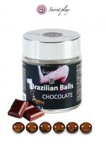 6 Boules Brésiliennes Lubrifiantes Parfum Chocolat Secret Play : 6 boules brésiliennes lubrifiantes arôme chocolat qui fondent en vous en un lubrifiant glissant et confortable pour une sodomie royale et des préliminaires gays incroyables.Signées Secret Play