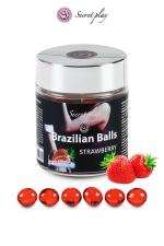 6 Boules Brésiliennes Lubrifiantes Parfum Fraise Secret Play : 6 boules brésiliennes lubrifiantes arome fraise qui se fondent en un lubrifiant arôme fraise dans votre anus pour une pénétration ultra confortable et des préliminaires gays érotiques. Fabriquées par Secret Play