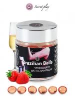 6 Boules Brésiliennes Lubrifiantes Parfum Fraise Champagne Secret Play - 6 boules brésiliennes parfum fraise champagne pour du sexe gay bareback. Les brazilians balls se transforment en gel lubrifiant glissant arôme fraise champagne au contact de la chaleur intime. Soyez lubrifié et chaud !