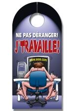 Affiche de porte J'Travaille - Un panneau accroche porte humoristique imprimé recto verso avec un visuel rigolo : ou comment conjuguer travail et plaisir !