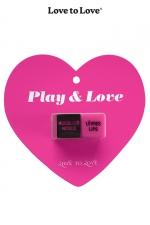 Dés Gays Play and Love : 2 dés gays coquins fabriqués par Love to Love pour pimenter vos préliminaires entre hommes. Laissez le hasard exciter vos soirées, donnez vous des gages surprises très coquins en tirant les dés.