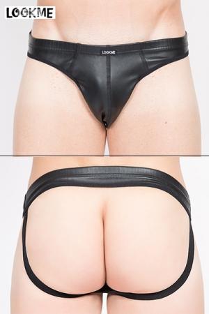 Jockstrap Noir en Faux Cuir LookMe Risk - Larges élastiques pour des fesses bien rebondies et grosse coquille confortable pour ce jockstrap noir en faux cuir fabriqué par LookMe. Une lingerie sexy pour homme séduisant.