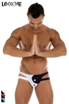 Jock Strap Sexy Tao - Jock Strap en lycra noir et blanc au motif Ying et Yang, une lingerie pour homme masculin mais sexy. Les 2 lannières se rejoignent sous les fesses nus de l'heureux posesseur pour un look érotique.