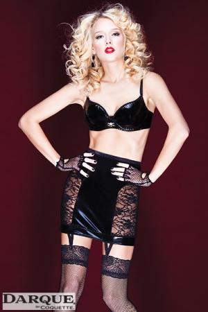 Jupe Corset en Dentelle et Wetlook à Jarretelles - Jupe fourreau pour travesti avec un corset et 4 jarretelles à relier à vos bas. Elle est fabriquée en dentelles et en wetlook pour un look provocant.