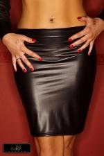 Jupe Moulante Taille Basse en Wetlook Mat Acedia : Jupe très moulante et taille basse disponible jusqu'au XXL ou taille 44. Fabriquée dans un wetlook mat, elle est très féminine avec ses volants fantaisie en tulle à plumetis sous vos fesses. Transformez vous en femme sophistiquée et piquante.