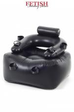 Fauteuil Gonflable de Bondage Gay Pipedream - Ultra solide, ce fauteuil gonflable est dédié au bondage et aux jeux BDSM. Il possède 6 sangles pour attacher fermement les bras, les poignets et les chevilles. Le soumis est condamné à l'immobilité. Fabriqué par Pipedream.