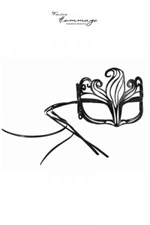 Masque en Cuir et Cristaux Swarovski Faire Hommage Shine - Masque très féminin pour travesti fabriqué artisanalement en cuir et cristaux Swarovski. Il se ferme par une attache en satin.