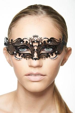Masque Vénitien pour Travesti Fairy 3 - Tout en métal et en strass brillant et féminin, ce masque pour travesti met vos yeux en valeur : sa forme effilée, tout en volutes ajoute un côté mystérieux. Fermeture par un ruban de satin derrière la tête.
