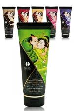 Crème de Massage Comestible et Aromatisée Shunga 200 ml - Crème de massage hydratante et comestible fabriquée par Shunga. Elle est aromatisée aux fruits exotiques ou aux amandes, ou au chocolat ou à la framboise ou au thé vert et à la poire ou au vin pétillant à la fraise.