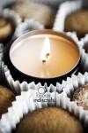 Bougie de massage Sensations - Une bougie de massage sensuel dans une élégante petite boîte métal.