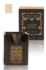 Bougie de massage Maison Close - Bougie de massage luxueuse produite par Maison Close : la cire chaude sert d'huile de massage non brûlante et peut facilement y être versé grâce au bec verseur.
