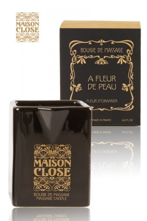 Bougie de massage Maison Close - Bougie de massage luxueuse produite par Maison Close : la cire chaude sert d'huile de massage non brûlante et peut facilement y être versé grâce au bec verseur.