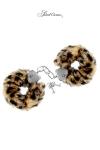 Menottes de Poignets Tigres Confortables - En métal, ces menottes de poignets tigres confortables sont recouvertes d'une fausse fourrure amovible. Elles sont fabriquées par Sweet Caress, idéales pour les jeux gays. Poignet réglable, 2 clefs fournis.