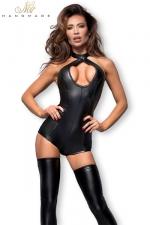 Combishort en Wetlook Zip Intime Invisible pour Sissy - Combishort en wetlook avec un zip intime invisible pour faire l'amour quand vous voulez. Ce combishort descend au ras des fesses, offre un dos nu et un décolleté en O. Fabriqué par Noir Handmade.