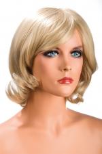 Perruque Blonde Mi Longue pour Sissy Victoria : Perruque blonde mi longue, bouclée au niveau du cou pour sissy. Cheveux synthétiques très réalistes. La superbe frange en biais valorise vos yeux. Attaches réglables sur vos cheveux. Fabriquée par World Wigs pour une belle travestie.
