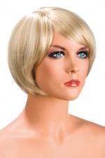 Perruque Blonde Carré avec Mèches pour Sissy : Perruque blonde avec une coupe au carré et une mèche tombant au-dessus des yeux pour sissy. Fabriquée par World Wigs en fibres synthétiques premium, comme de vrais cheveux. Deux attaches pour la fixer.