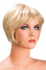 Perruque Blonde Carré Court pour Sissy Daisy : Perruque blonde avec une coupe au carré pour sissy, nuque en dégradée. Fabriquée par World Wigs en fibres synthétiques premium, comme de vrais cheveux. Frange qui souligne les yeux. Deux attaches pour régler la perruque pour travestie.