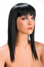 Perruque Brune Longue World Wigs Allison - Longue perruque brune fabriquée en cheveux synthétiques comme des cheveux naturels. Frange longue et coupe effilée pour plus de féminité. Perruque à petit prix, fabriqué par World Wigs