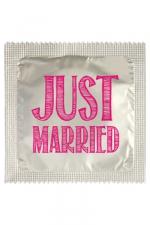 Préservatif Gay Just Married : Fabriqué par Callvin en France, le préservatif Just Married est une capote humoristique haut de gamme, à offrir pour l'enterrement de vie de garçon gay d'un ami. Ou pour faire une blague, faire sourire votre mec ou le faire sourire.