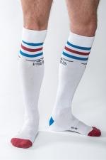 Chaussettes de Foot Blanches Mister B Urban Gym - Chaussettes hautes de foot blanches haut de gamme signées Mister B. Elles éliminent la sueur et les mauvaises odeurs des pieds et sont pourvus d'une petite poche intérieure pour conserver vos biens les plus précieux.