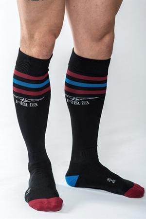 Chaussettes de Foot Noires Mister B Urban Gym - Chaussettes hautes de foot noires de haute qualité fabriquées par Mister B. Elles retiennent la sueur et les mauvaises odeurs des pieds pour un trip bien odorant. Une petite poche interne permet de garder vos objets précieux.