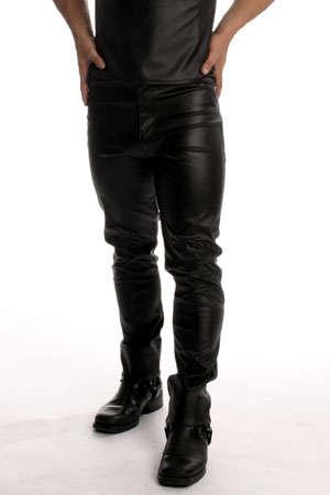 Jean Simili Cuir - Un jean simili cuir avec un coupe droite comme un levis 501 pour avoir de belles fesses et un corps bien mis en avant !
