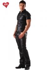 Jeans faux cuir Classic Cut : Jeans aspect faux cuir et coupe classique, un indispensable pour une allure à la fois décontractée et sophistiquée.