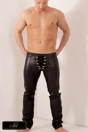 Pantalon Lacé Hunt en Wetlook - Un pantalon moulant avec une coquille fendue mise en valeur par des lacets croisés : parfait pour attirer le regard sur votre virilité et sublimer votre corps. La doublure en tulle se charge de masquer et suggérer votre sexe.