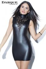 Petite Robe Noire Courte et Moulante pour Travesti - Cette robe courte fabriquée en wetlook noir mat est très moulante et couvrante : son col haut cache vos épaules et votre pomme d'adam. Confortable, elle se ferme par un zip invisible et dévoile vos jambes.