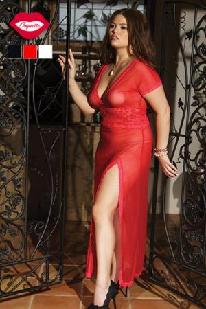 Nuisette Longue et Fendue Grande Taille pour Travesti Coquette Addictive - Nuisette longue rouge grande taille du XL au XXXL ! Fendue sur la cuisse, cette robe d'intérieur en résille avec une ceinture de dentelle possède un décoletté plongeant pour votre fausse poitrine.