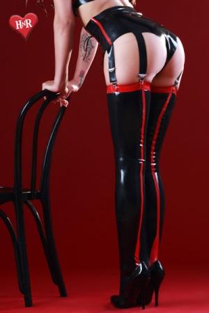 Bas Fetichistes Noir et Rouge en Latex Honour Siren - Bas noirs et rouges fabriqués dans un latex haut de gamme. Moulant et galbant, le latex vous dessine une jambe parfaite, gainée et attirante. Fabriqué par Honour pour une femme fétichiste ou un travesti fan de latex.