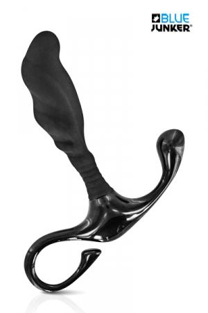 Stimulateur de Prostate Blue Junker J2 - Le Blue Junker J2 est un stimulateur de prostate pas cher pour la stimulation prostatique, du périnée (grâce à un ergot) et le plaisir anal. Son revêtement en silicone est très doux et son corps en ABS solide. Longueur pénétrante : 8 cm