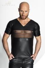 Tee Shirt Homme en Tulle et Wetlook Noir Handmade Stronger Peck : Ce tee shirt col en V est fait pour dévoiler vos pectoraux musclés et vos tétons à travers sa bande de tulle transparent qui barre son wetlook mat moulant.  Doux et confortable il est fabriqué par Noir Handmade.
