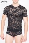 Tee-Shirt Moulant en Dentelle Noire pour Homme - Tee-Shirt moulant en dentelle noire pour homme. Il possède un imprimé floral et transparent et est très près du corps pour magnifier votre virilité.