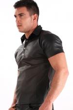 Polo Imitation Cuir : Polo imitation cuir à pression : il moule votre corps avec sa couleur noir mat et mets vos muscles en valeur !