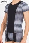 Tee-Shirt en Lycra Bicolore LookMe Shade - Tee-shirt confortable et moulant fabriqué en lycra bicolore noir et gris par LookMe, pour un homme beau et sexy.