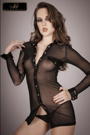 Chemise Travesti Transparente Noir Handmade - Jusqu'au 46 ! Chemise transparente en tulle avec le col, les bordures, les poignets, fausses poches de poitrine et bavettes en wetlook. Pressions chromés.
