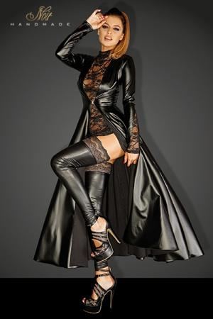 Manteau Long Cintré en Wetlook - Manteau long cintré pour travesti, fabriqué en wetlook et décoré de dentelle sur les manches. Il se ferme grâce à un clip en métal à la taille pour souligner votre féminité.